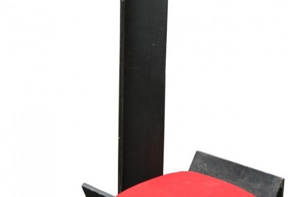 driehoekstoel173EBA59E-60D1-6E00-4036-7B5FE9B544CF.jpg